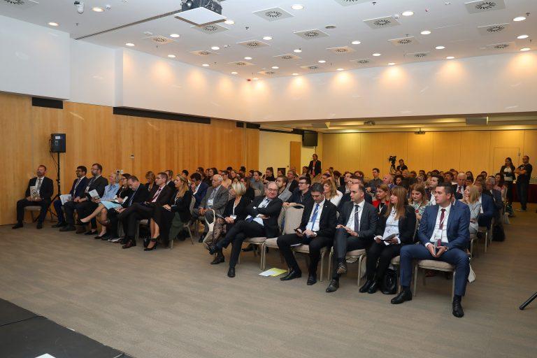 konferencija_president-081118-036-768x512.jpg